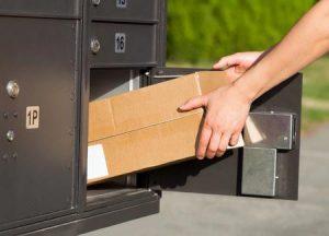 Paketkasten wird befüllt